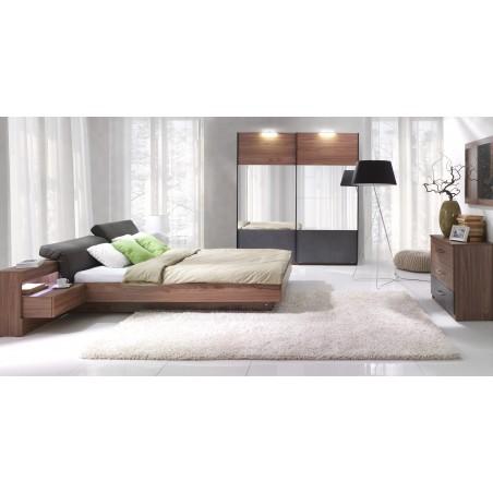 Chambre à coucher complète RENATO. Lit 160x200 cm, sommier, tables de chevet intégrées, commode, armoire 200 cm.