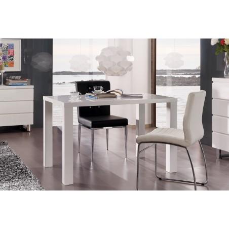 Table GOZO blanche laquée. Élégante par son style épuré.